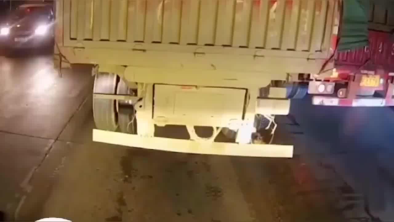 大货车按一下喇叭,可能就会避免一起事故
