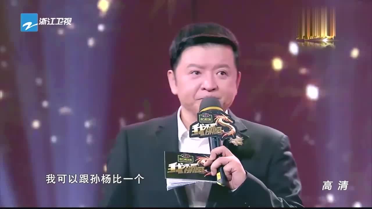 孙杨吹气球,与主持人比拼肺活量,惹全场女粉丝尖叫争抢气球!