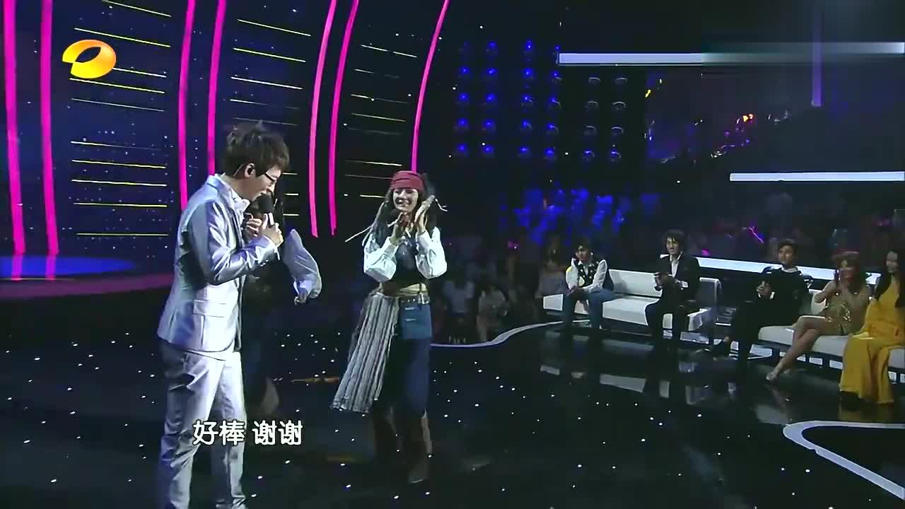 林志炫当着胡夏面唱那些年,实力丝毫不输,欧弟点评太有情商