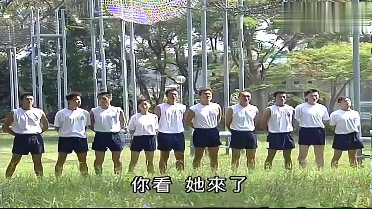 马小玲受邀去当飞虎队的教官,长腿短裙,一出场学员被惊艳到