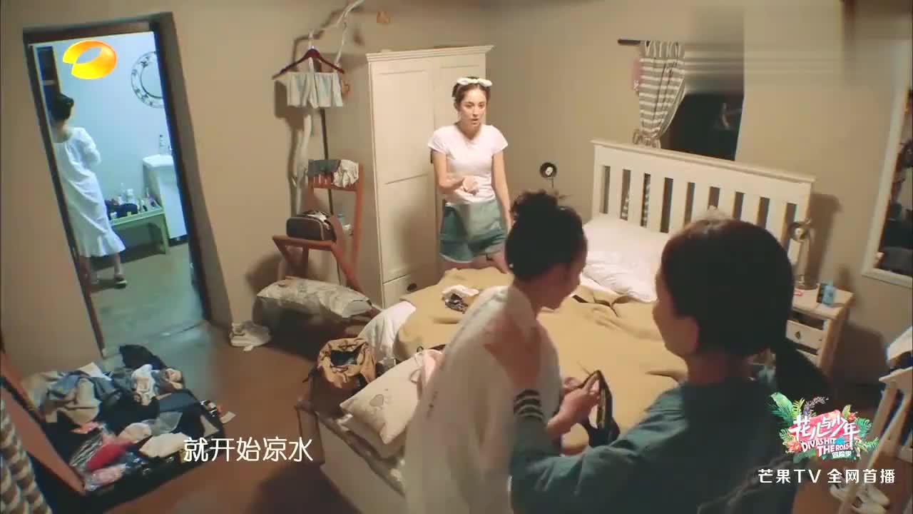 杨v宁井柏然简直太无聊,大半夜和摄像头玩嗨了,笑死个人!