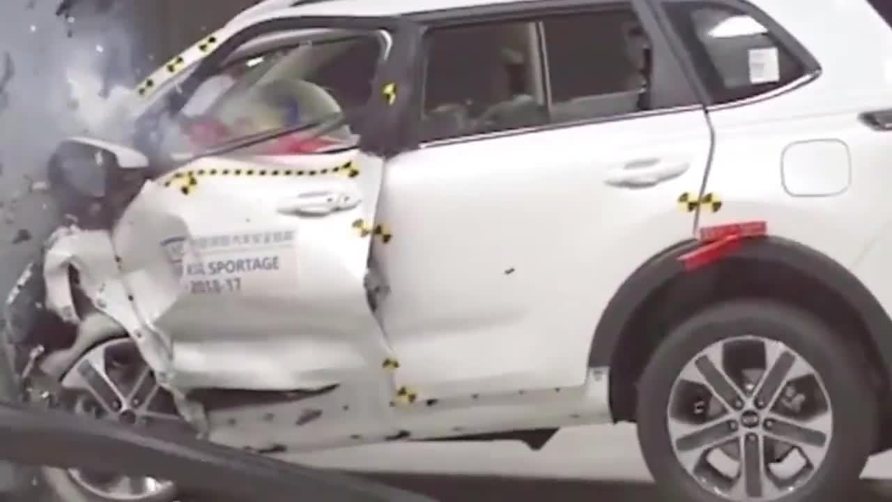 视频:起亚智跑实车碰撞测试,这安全性不比沃尔沃差吧?