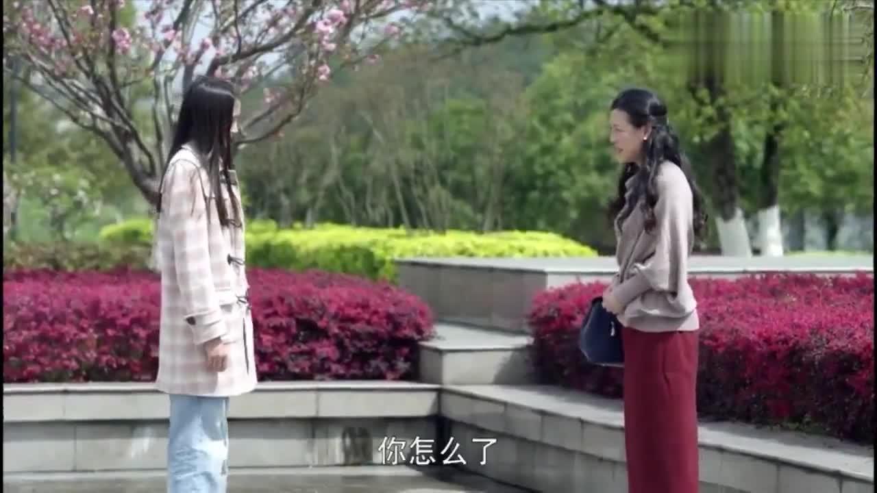 搭错车:柳云到学校看望小美,找机会跟她多相处,小美却十分冷淡