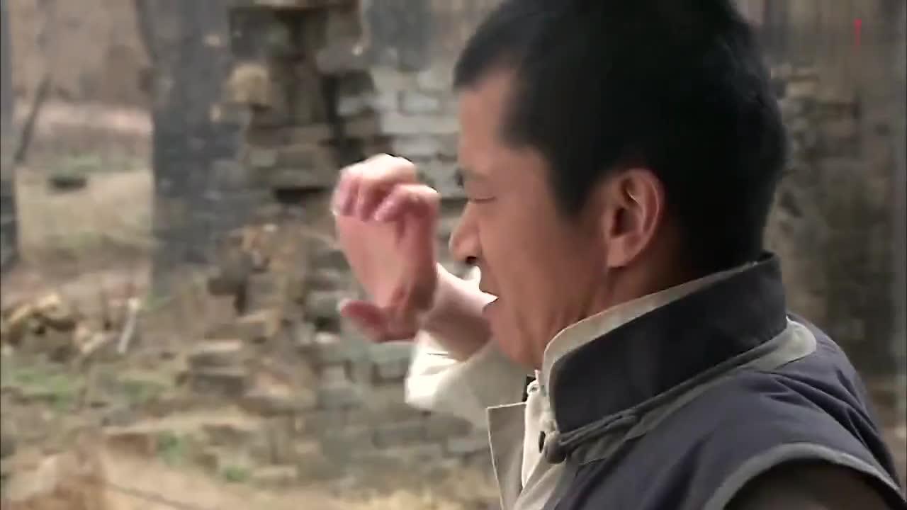 小伙使出鹰爪神功,大招还没放,就被对方直攻心脏!