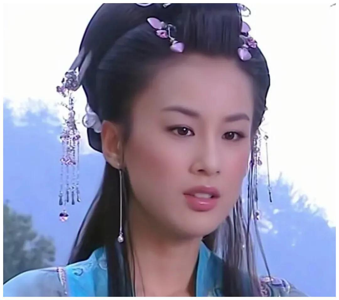 刘亦菲和黄圣依是什么关系长得为什么那么像 刘亦菲和黄圣依是同一个人吗