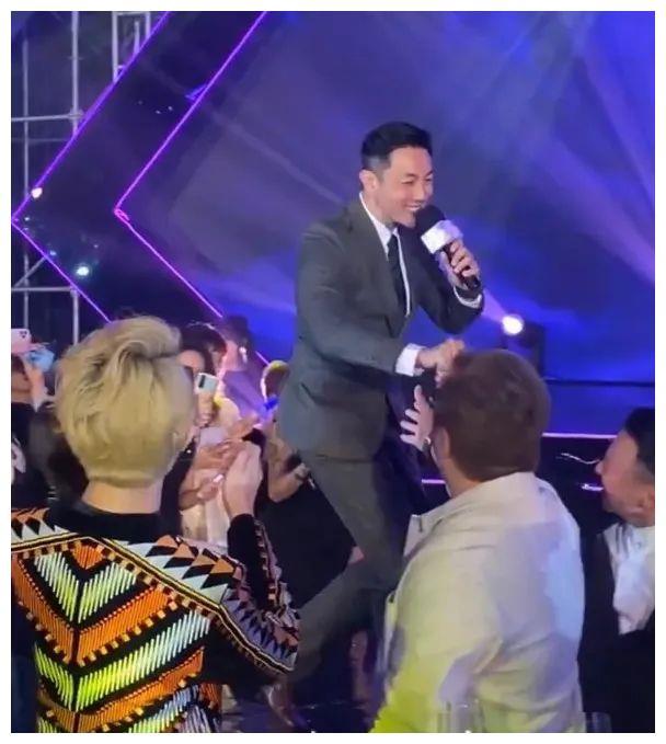 """容祖儿与前度分手后首次同场,刘浩龙意外被""""消失"""""""