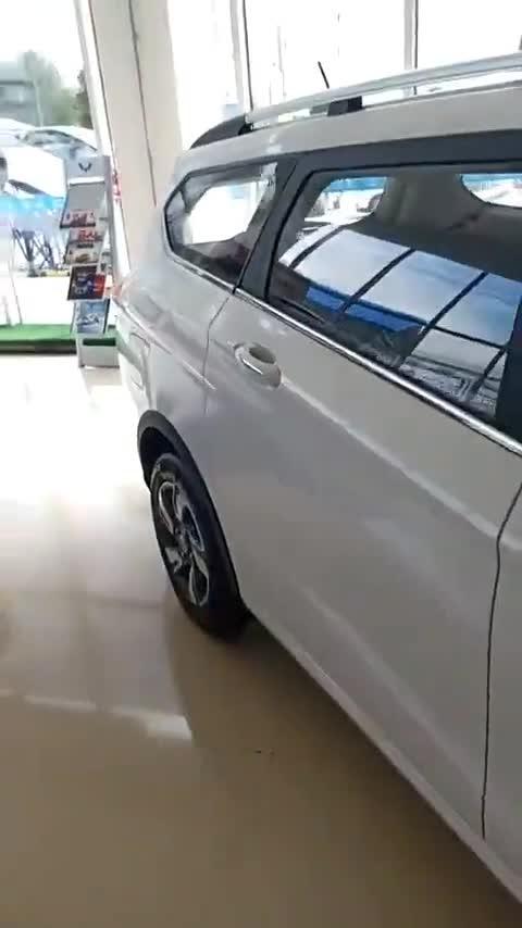 视频:宝骏310W后排空间足够大!