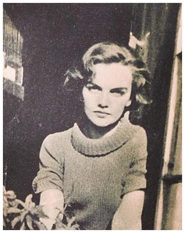 超模卡抽晒家族照,17岁菲利普亲王太帅,和贵族小姐姐威尼斯同框