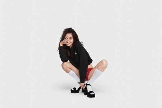 金泫雅公开时尚品牌Calvin Klein内衣写真 大胆的造型也很酷