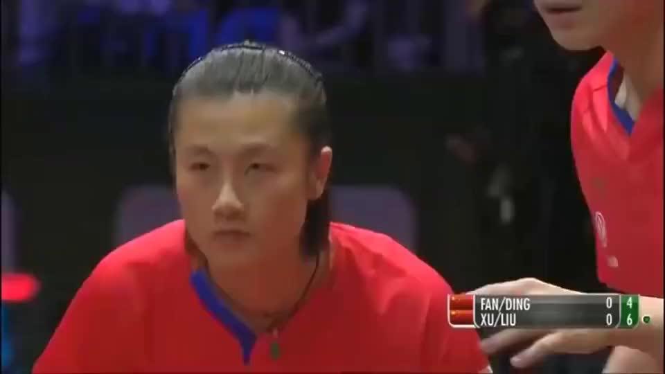 兵乓球:樊振东和许昕接球都是一个动作,都接飞了!