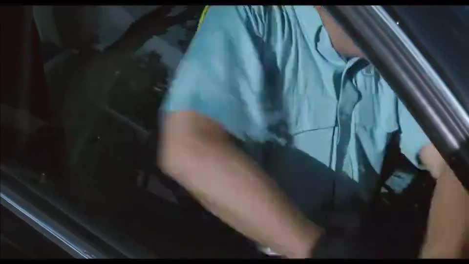 高富帅超速被截停,趁交警不注意,他一脚油门溜了
