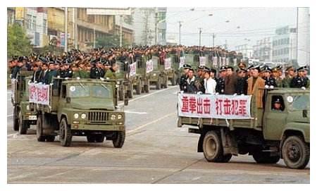 武汉黑老大,花50万雇凶杀仇敌,反被对方开价一千万除掉!