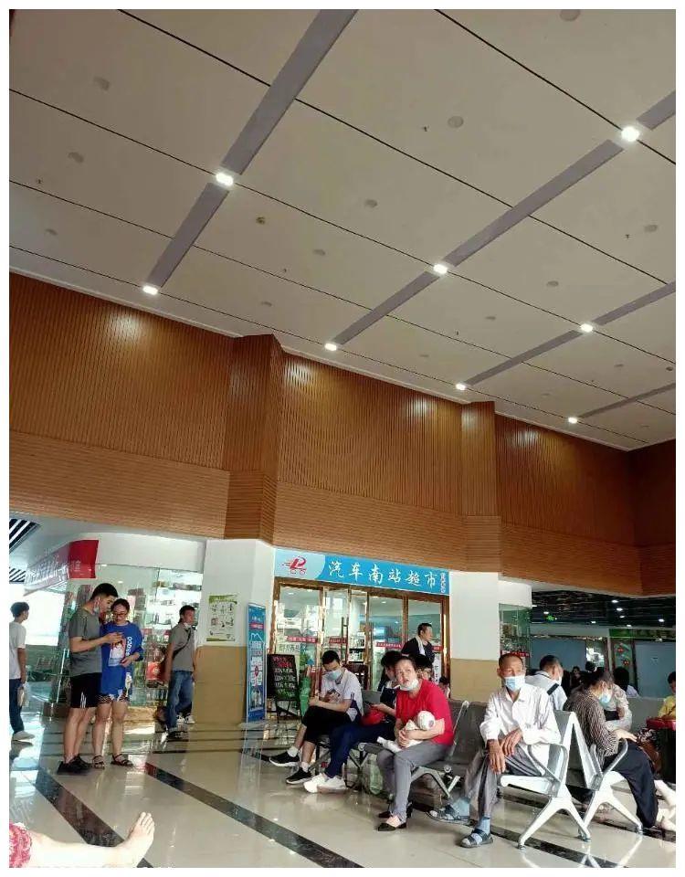 网友求助:天气太热 万州吴桥南站候车厅没有电风扇