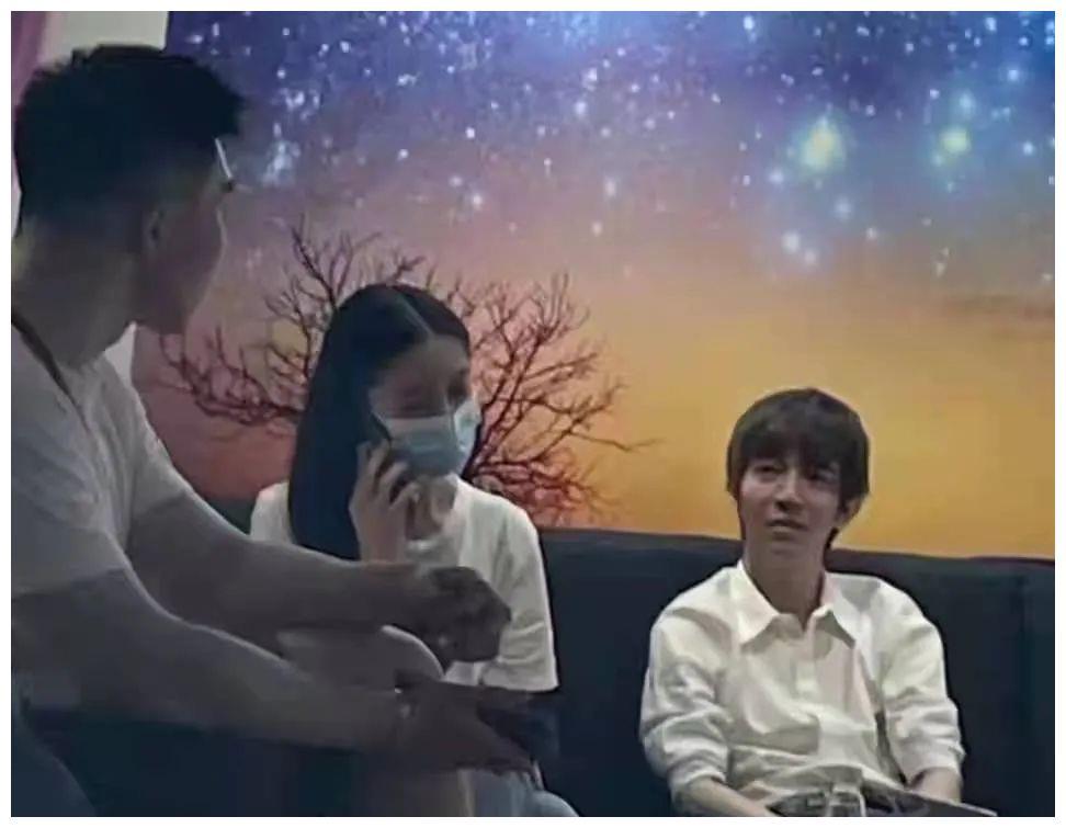 杨颖郭敬明聚会?刘涛朋友少?