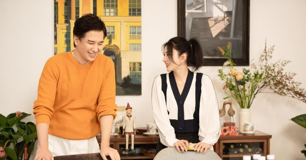 黄奕疑似新恋情曝光:带女儿约会,同节目男嘉宾欣赏画展共进午餐