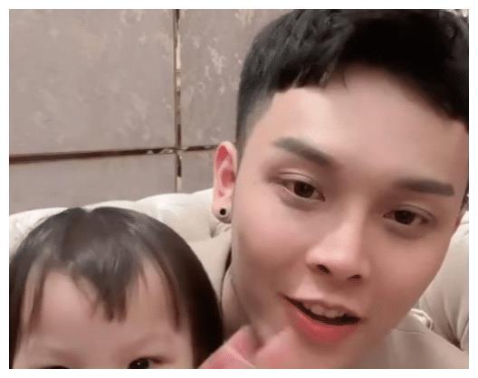 韩安冉强占小猪妹不肯退让,让自己看上去像一个好的后妈