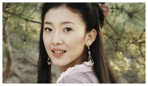 单眼皮的倪景阳,通过模特正式出道,被称为最会演戏的女模特