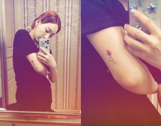 少女时代金泰妍展示新纹身?手臂上生出红花花蕾