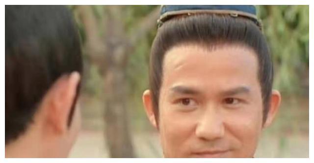 香港知名男艺人李子雄罕见分享全家福,儿子精灵可爱