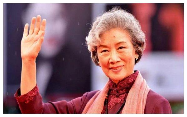 """""""老戏骨""""吕中:儿子是导演,儿媳是影后,女儿更是国人的骄傲"""