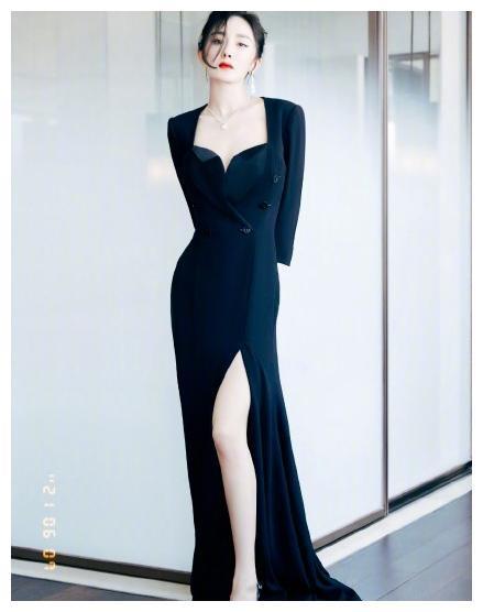 女星盛典比美:杨幂美腿抢镜,刘亦菲奢华,而热巴全靠颜值在撑