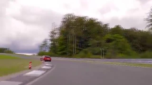 视频:2021年保时捷Panamera增加了新的涡轮增压S和强大的插电式混合