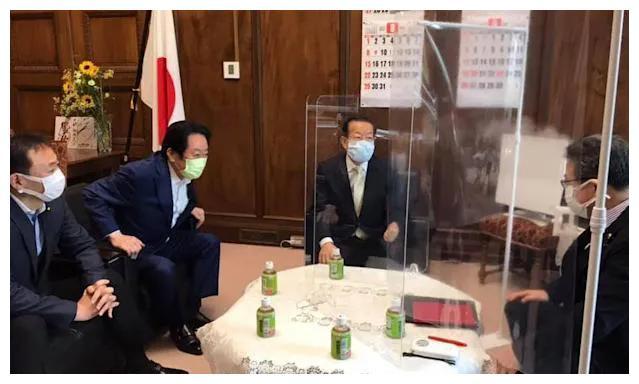 """不捐了?台湾接种AZ疫苗频传猝死,谢长廷竟称""""影响日本"""