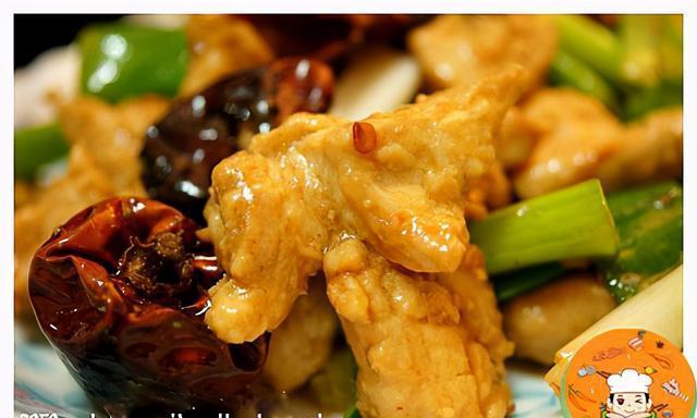 今天这道菜的食材都是乱凑的,做个蚝油椒麻鸡丁,想不到反响很好
