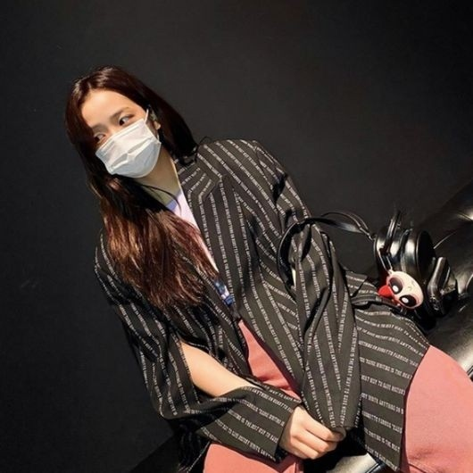 BLACKPINK金智秀公开清纯魅力的近况照片 戴着口罩的美貌也很耀眼