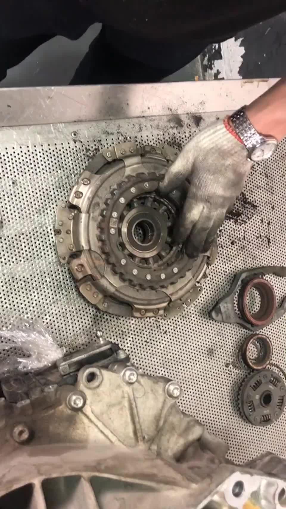 视频:帕萨特双离合变速箱故障,大众OAM变速箱通病维修