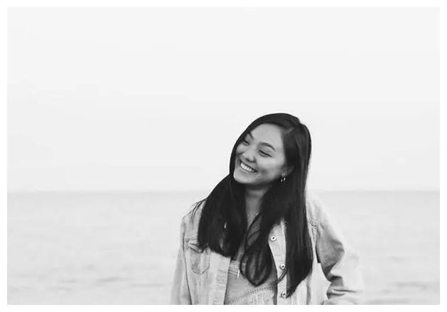 李连杰20岁女儿近照,五官精致清纯甜美,仅20岁跻身上流社会