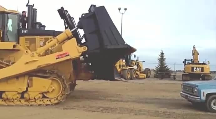 就喜欢看这种重型机械,太霸气了