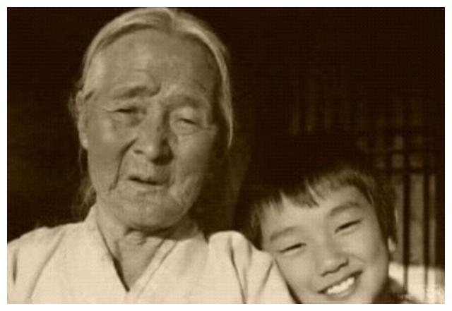 95岁韩国国民奶奶离世,76岁获电影新人奖