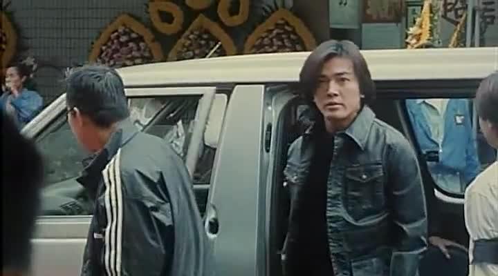 古惑仔:大B哥惨死,退出洪兴的陈浩南跪着走到灵位前,哭戏太虐