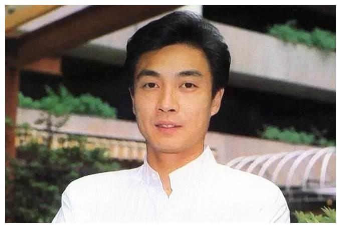 71岁刘松仁被曝中风后罕露面,眼睛肿成一条缝,皱纹横生显老态
