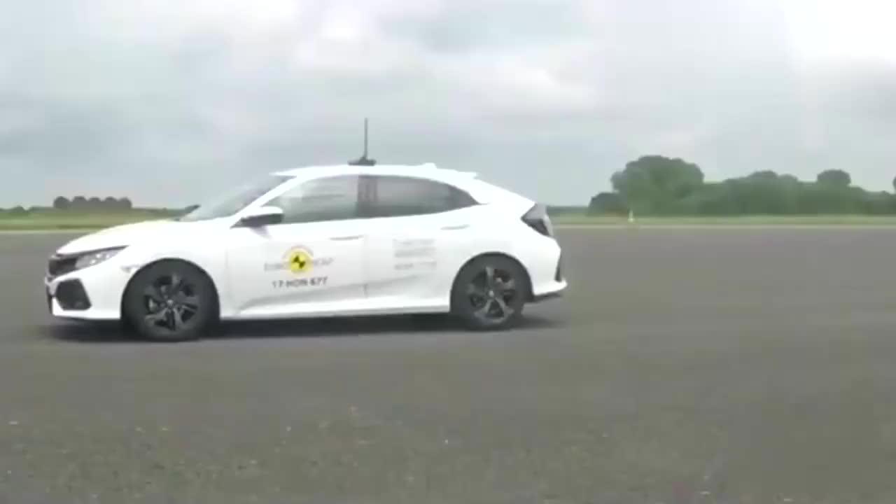 视频:经过碰撞测试,确定了本田思域的安全性高,受大家欢迎