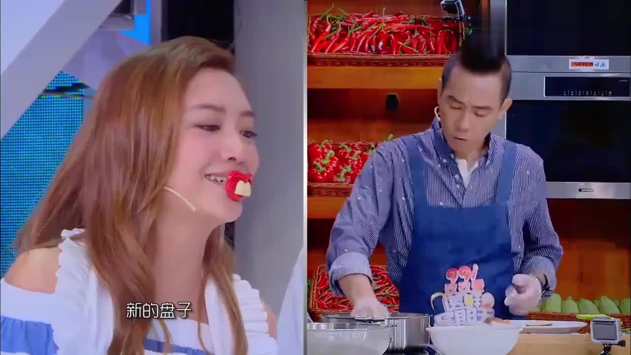 陈小春做菜完全按照自己的想法来,但在煎豆腐时跳舞,是一大谜团
