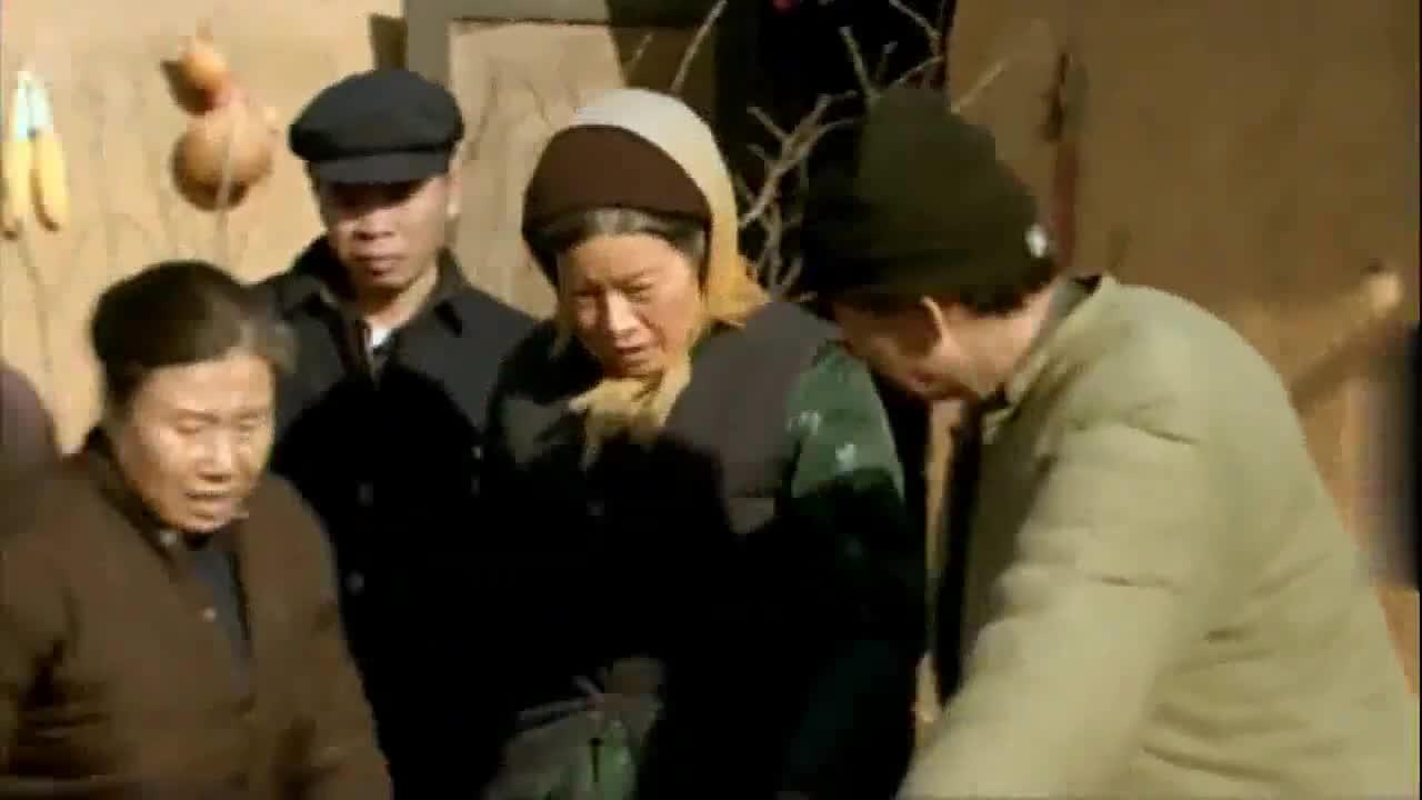 农村婆婆拿针线一缝,病怏怏的猪就好了,真是奇迹啊