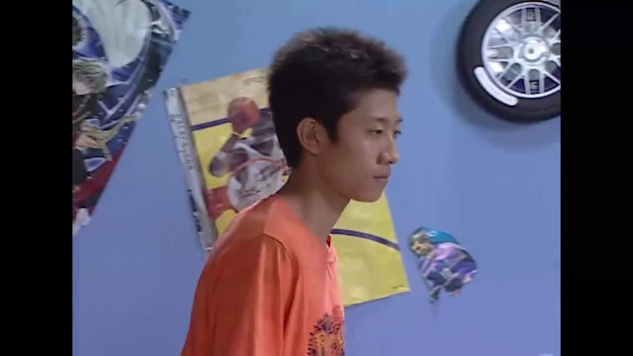小雨想听刘星秘密,竟甘愿把心爱玩具送给他,谁知刘星就是不说