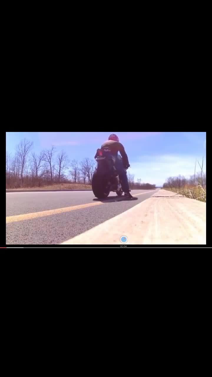 摩托车飙车,有没有超跑的feel?