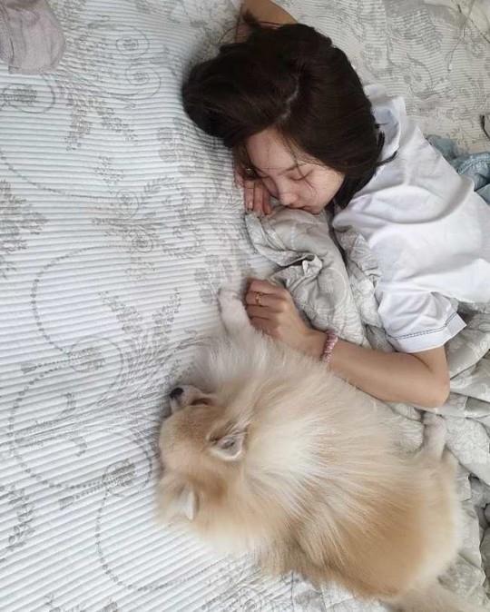 TWICE林娜琏简直就是天使? 发布可爱睡脸近况照片