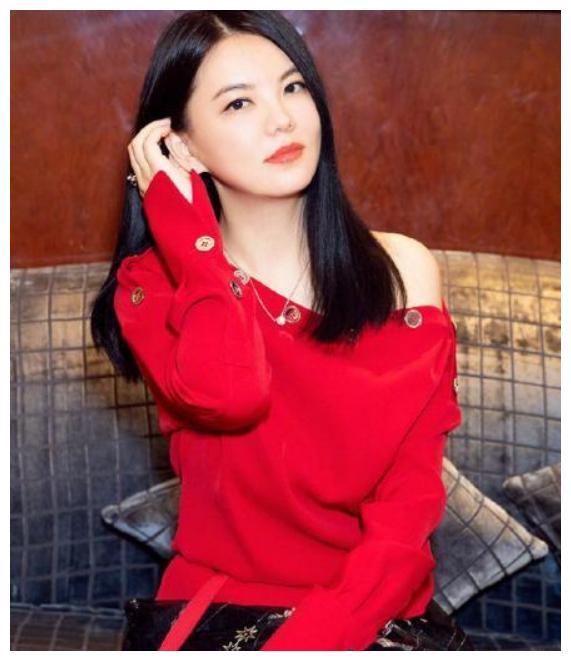李湘减肥成功,撕下微胖标签,变化太大,网友:一姐回来了