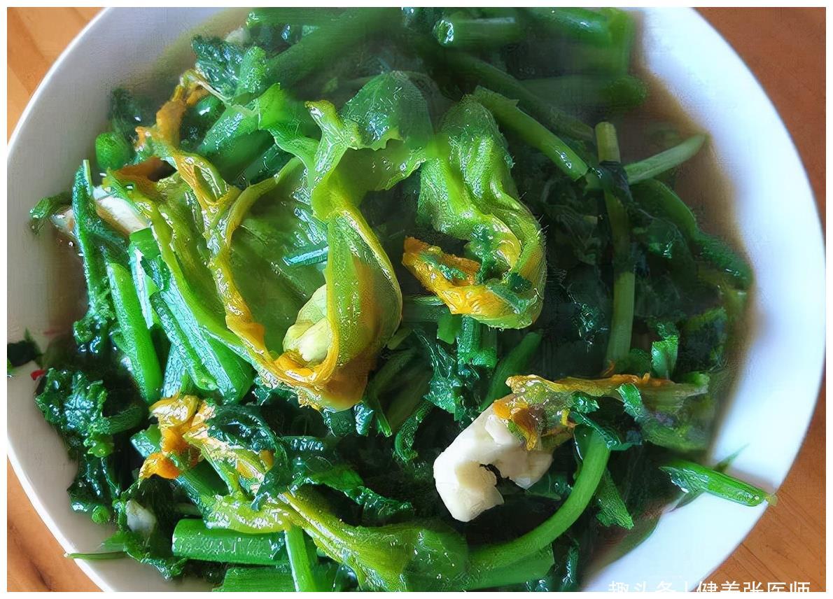 聪明人都爱吃3种食物,改善心脑血管,预防衰老,身体更健康