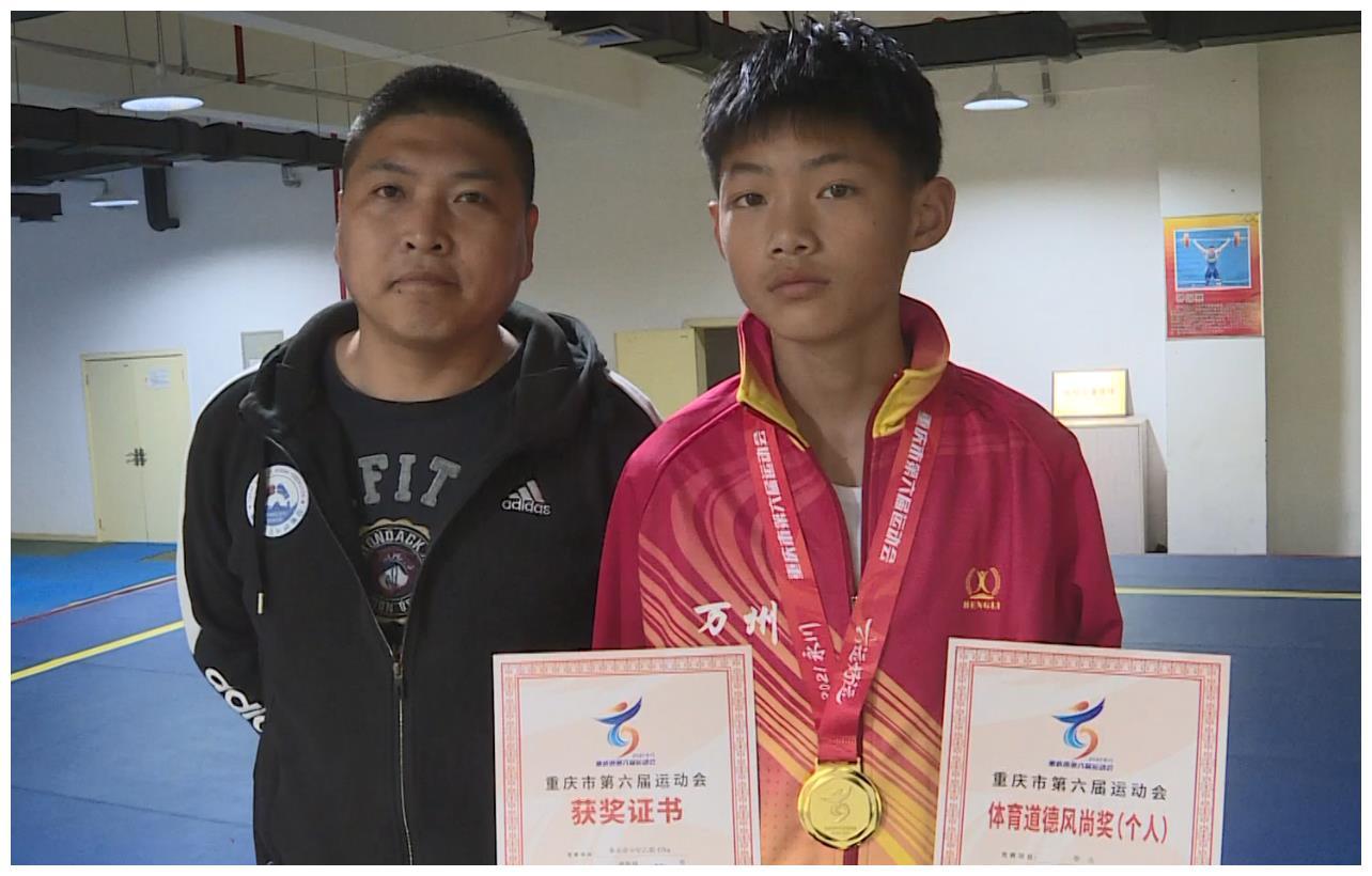 万州男孩勇夺市六运会拳击金牌