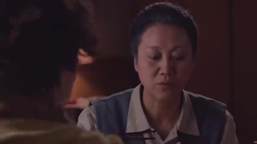 小麦进城:林母对儿媳差距太大,好吃的都给小麦,雅致饭桌斗林母