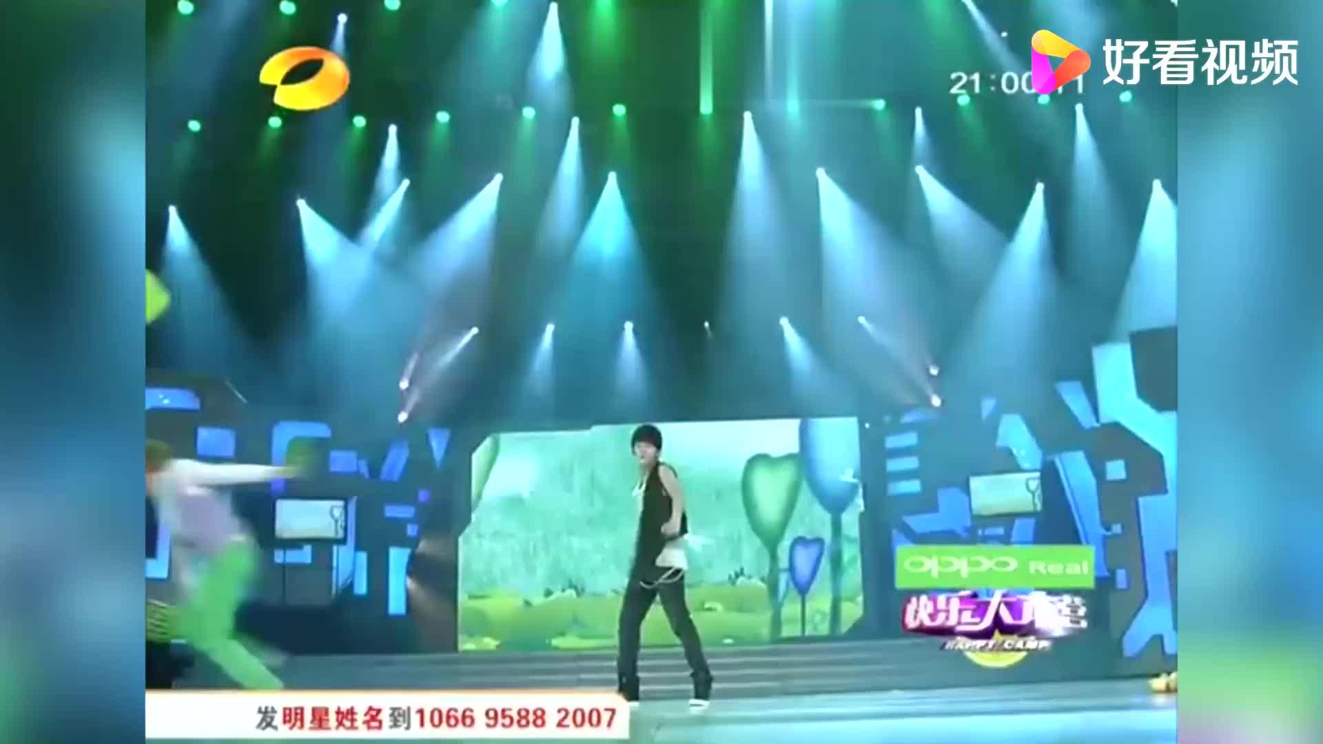 魏晨,陈翔演绎《潮男的游乐园》,出场惹现场观众尖叫!