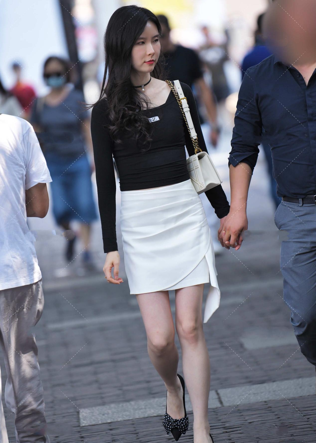 时尚:A字短裙,显高显瘦,搭配不同上衣,彰显出不同时尚感