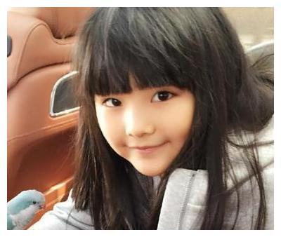 李湘一家直播同框,王诗龄年仅11岁,身高体重赶超成年人