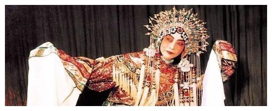 京剧二百年历史堪称大师的两人------梅兰芳、周信芳