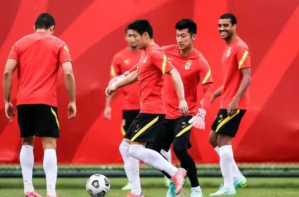 阿联酋嫌弃国足水平低拒绝与国足热身,转身就邀请越南与其热身赛